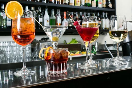 Eravamo 4 Amici Al Bar - Primavera 2019-classico-restaurant-bar.jpg